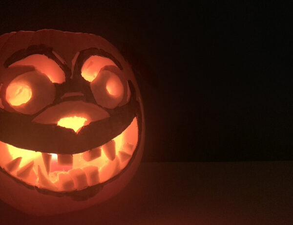 zucca di halloween a forma di cane